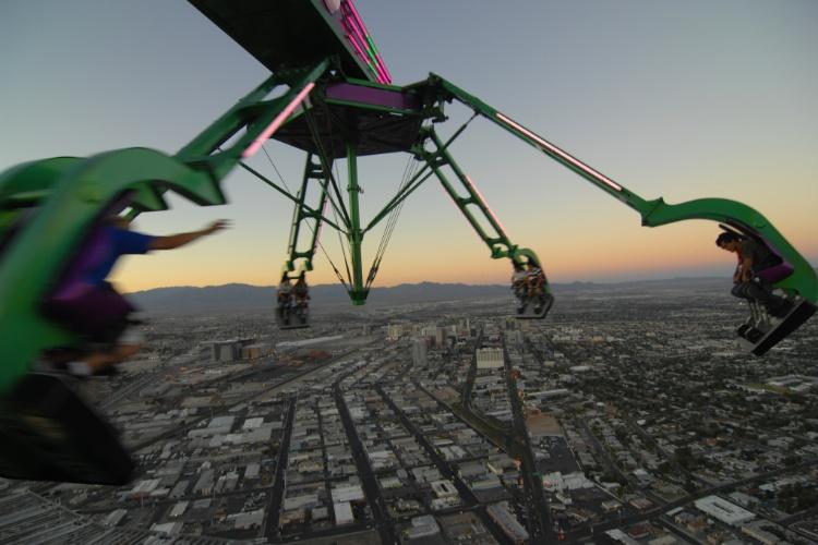 Vista da Stratosphere Tower, torre de Las Vegas que abriga diversos brinquedos radicais