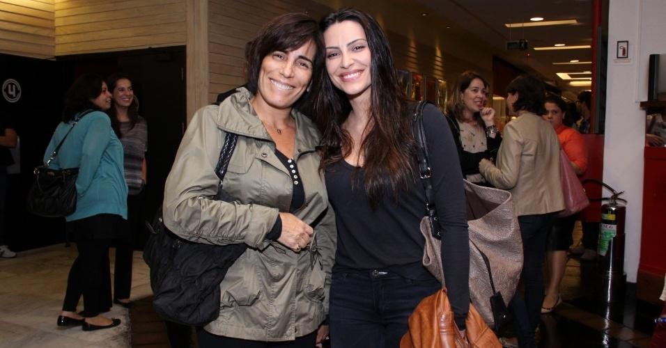21.ago.2013 - 21.ago.2013 - Cleo Pires posa com a mãe, Glória Pires, no Shopping Fashion Mall no Rio