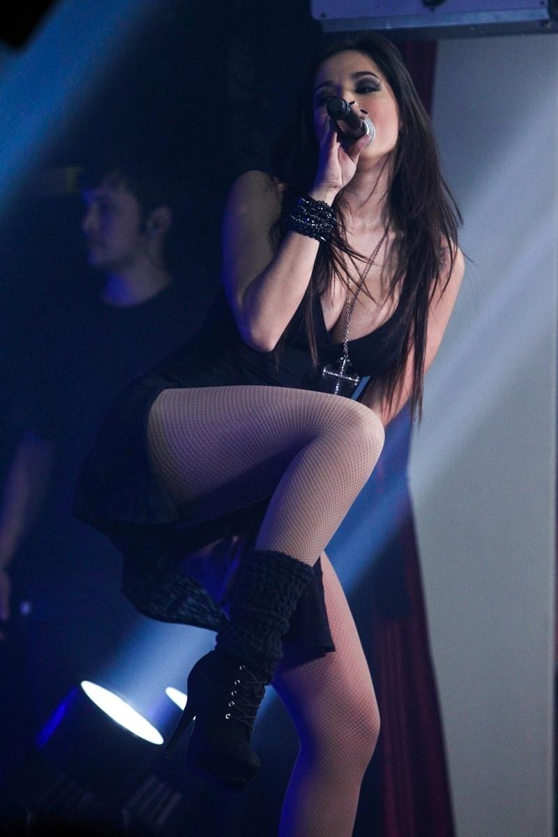 21.ago.2013 - A cantora Anitta faz show na casa noturna Ballroom em São Paulo