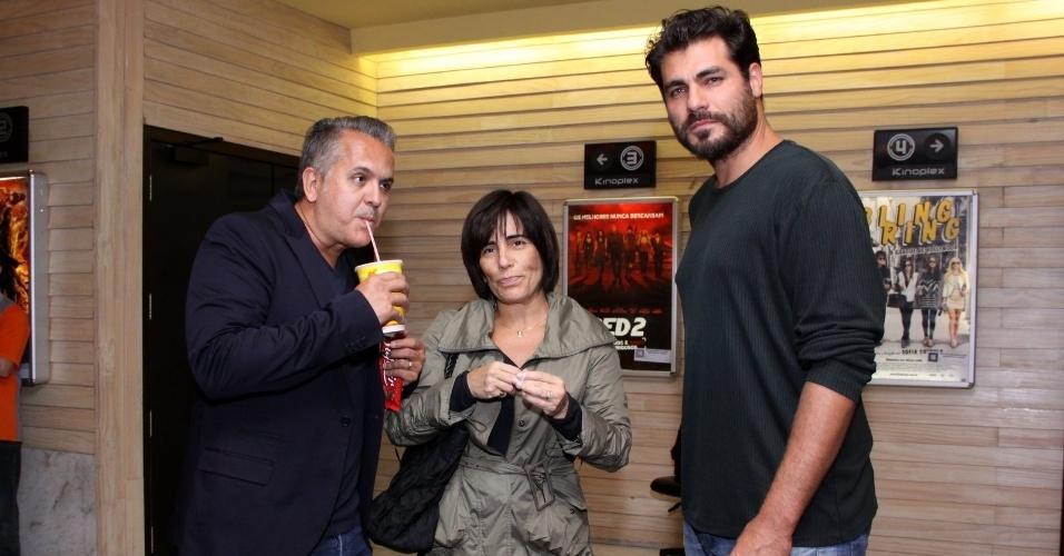 21.ago.2013 - Orlando Morais, Glória Pires e Thiago Lacerda posam juntos na exibição especial de