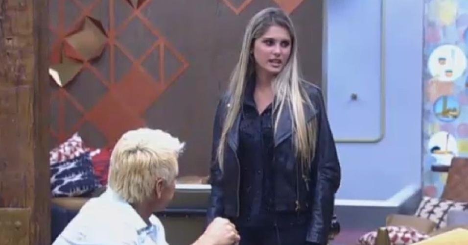22.ago.2013 - Bárbara Evans diz que só faltou cerveja no show de Sérgio Reis e Renato Teixeira