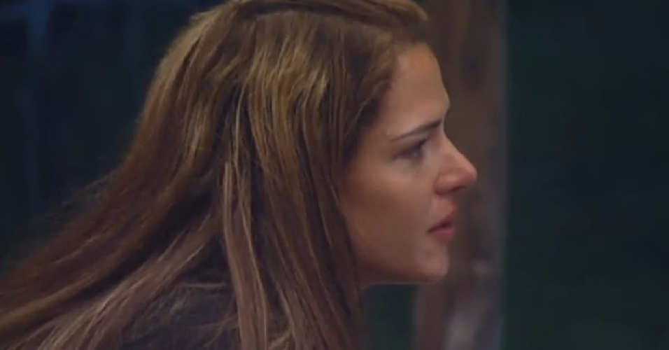 22.ago.2013 - Denise chora ao ouvir Sérgio Reis e Renato Teixeira cantando a música