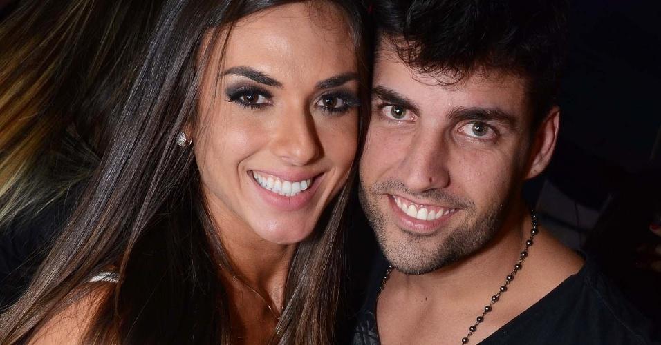 22.ago.2013- Nicole Bahls e Diego Pombo