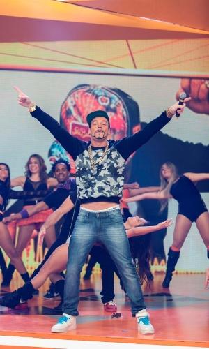 22.ago.2013- Rodrigo Faro canta sucesso de Naldo, ao vivo, em O Melhor do Brasil, neste domingo22.ago.2013- Rodrigo Faro canta sucesso de Naldo, ao vivo, no