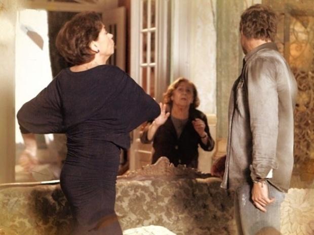 """Em """"Saramandaia"""", Vitória dá um tapa na cara do filho"""