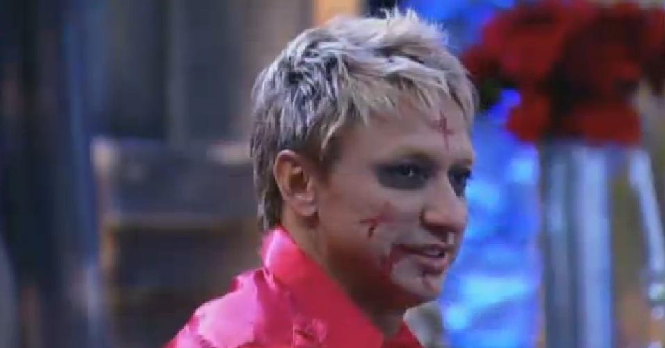 Paulo Nunes caprichou na maquiagem na festa de Terror