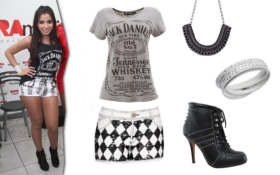 Raramente Anitta é vista com cores fortes, a cantora costuma usar looks com tonalidades que passam pelo preto e branco. Para copiar seu estilo basta usar um short curto com camiseta e bota, complementando o visual com colares e pulseiras