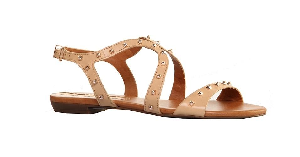 Sandália rasteira; R$ 219, na Carrano (www.carrano.com.br). Preço pesquisado em agosto de 2013 e sujeito a alterações