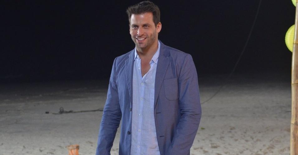 """22.ago.2013 - Henri Castelli, o Cassiano de """"Flor do Caribe"""", grava cenas do casamento de Juliano (Bruno Gissoni) e Natália (Daniela Escobar) na trama"""