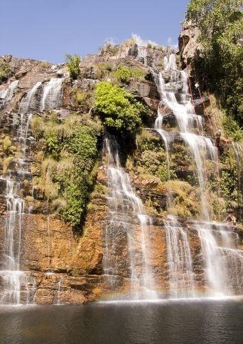 A cachoeira Almécegas 1, na fazenda São Jorge, na Chapada dos Veadeiros (GO), vista de baixo