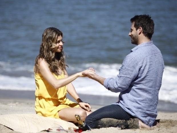 """Em """"Flor do Caribe"""", Cassiano pede Ester em casamento"""