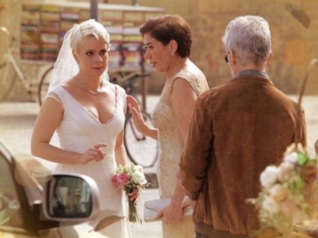 """Em """"Saramandaia"""", Zico aparece no casamento de Zélia"""