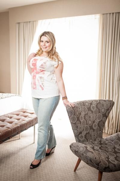 8670c13c8cff Sylvia Barreto mostra look plus size em editorial fotografado para o UOL