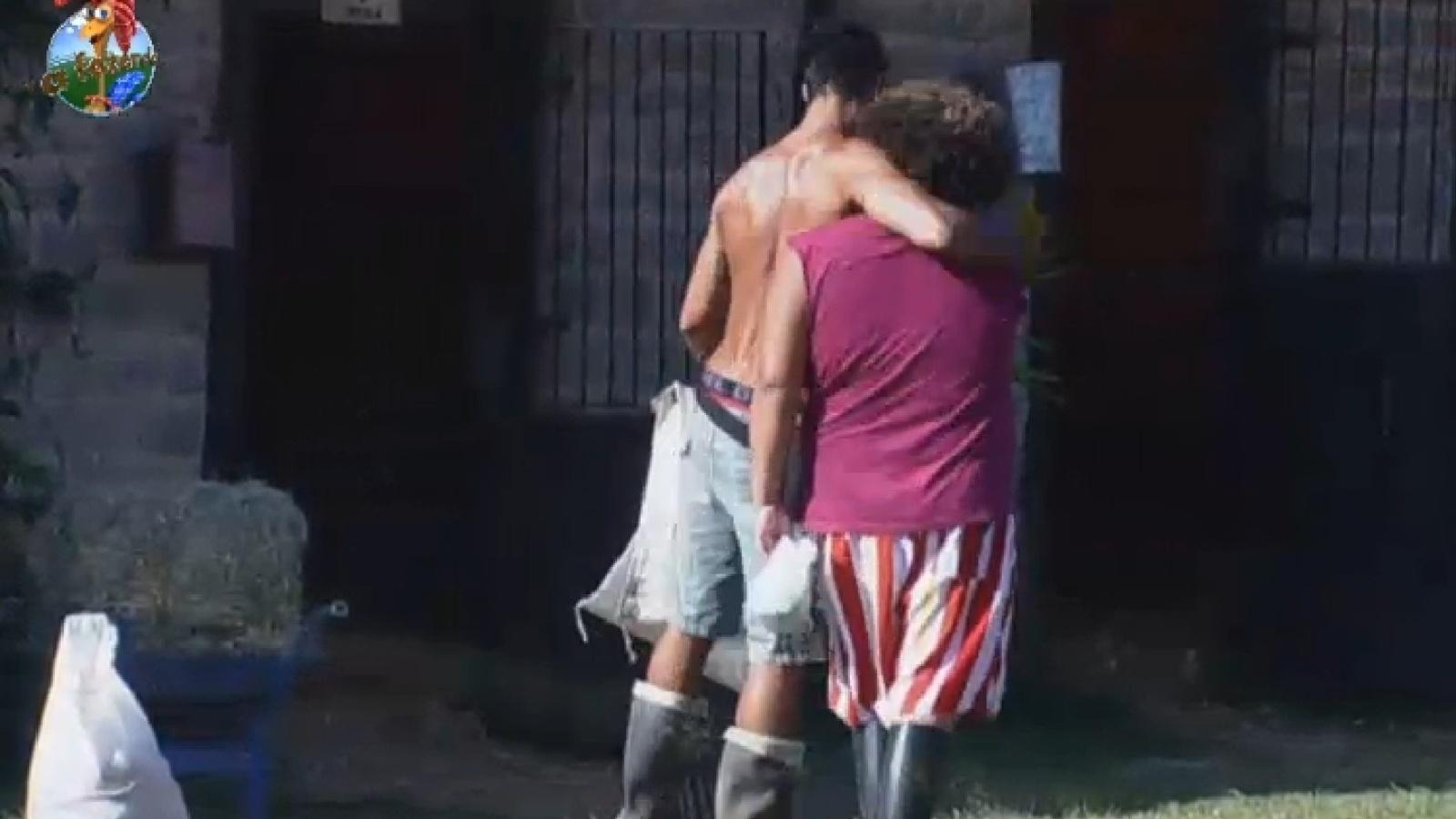 25.ago.2013 - Beto Malfacini abraça Gominho
