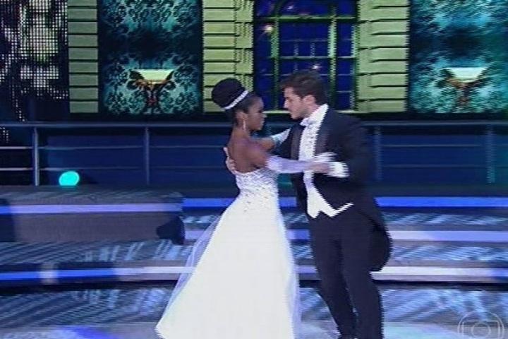 25.ago.2013 - Klebber Toledo dança valsa elegantemente
