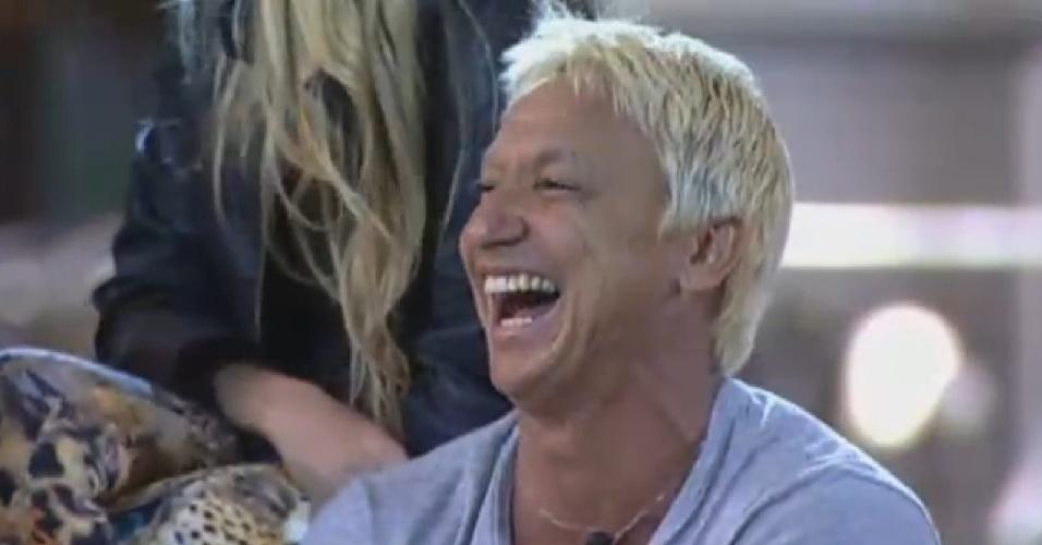 25.ago.2013 - Paulo Nunes ri de imitações em atividade