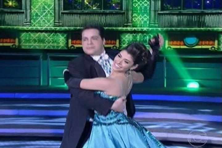 "25.ago.2013 - Tiago Abravanel se esforça na valsa na ""Dança dos Famosos"""
