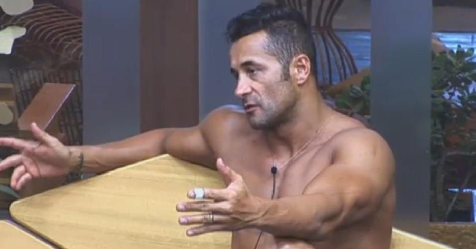 26.ago.2013 - Marcos Oliver diz que Rita Cadillac se fazia de coitada