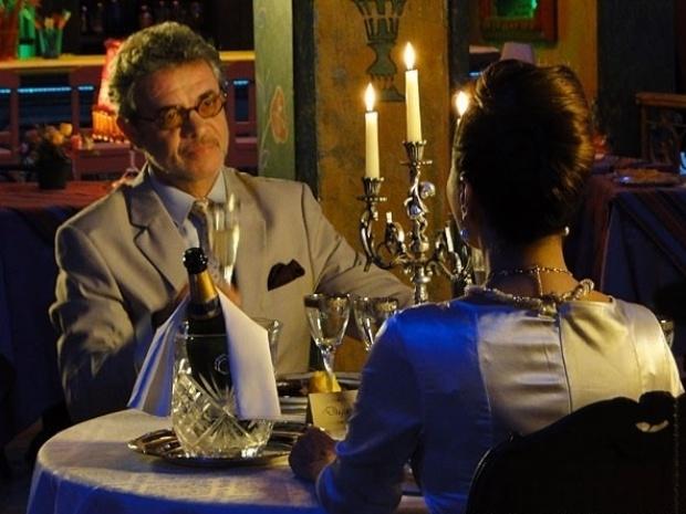 """Em """"Flor do Caribe"""", Guiomar aceita se casar com Duque"""