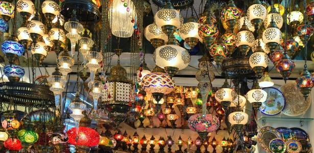 Lanternas são souvenirs comuns em Istambul, Turquia. Lembranças de viagem podem fazer parte do décor - Getty Images