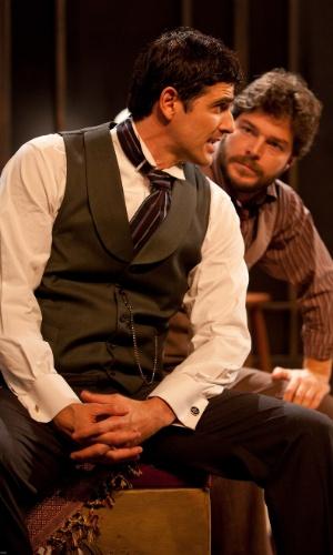 Reynaldo Gianecchini e Erik Marmo em cena da peça