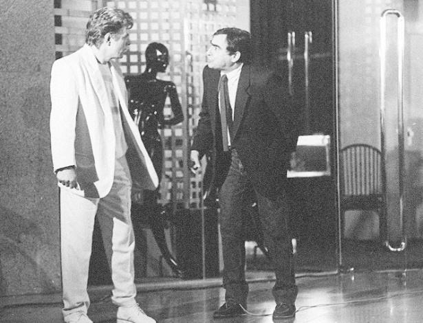 """1985 - Reginaldo Faria e Luiz Gustavo durante gravação de cena da novela """"Tititi"""","""