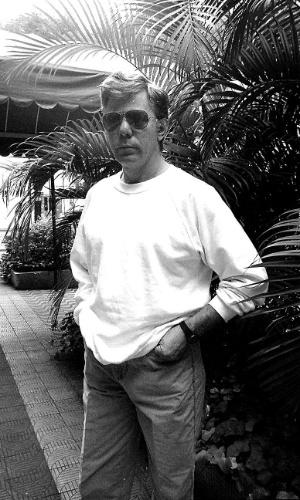 """1990 - Reginaldo posa para foto. Neste ano o ator fez a novela """"Lua cheia de amor"""""""