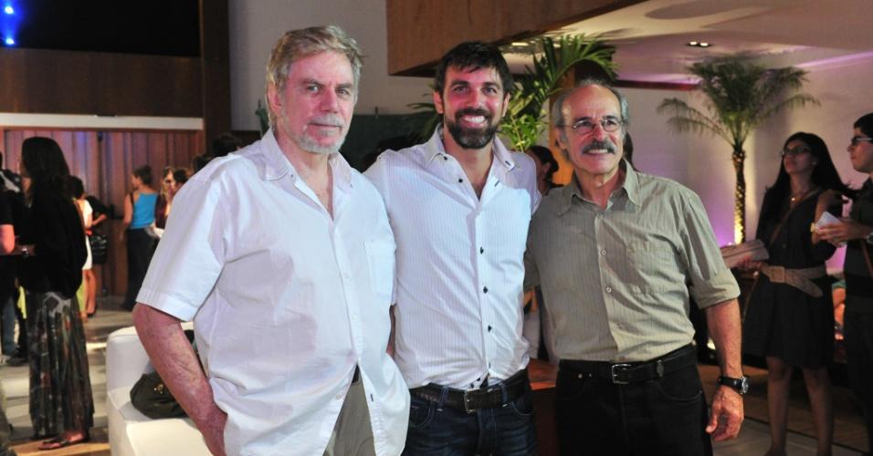 """2012 - Nos bastidores com o filho Marcelo Faria e Osmar Prado durante gravação de """"Amor eterno amor"""""""