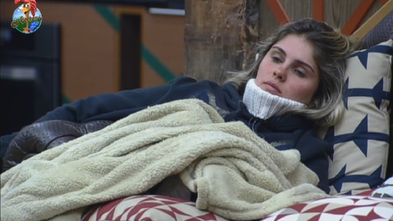 27.ago.2013 - Bárbara Evans descansa na manhã desta terça-feira