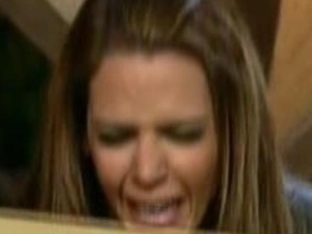 27.ago.2013 - Denise chora ao saber que continua no programa