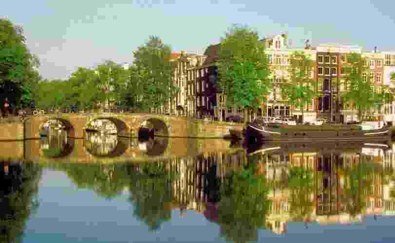 A cidade de Amsterdã é cortada por mais de cem canais - Divulgação