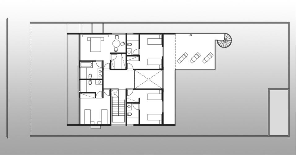 A Casa Pernambuco, desenhada pelo arquiteto Flavio Castro, concentra os ambientes mais íntimos em seu segundo pavimento. Tal piso superior pode ser acessado por duas escadas, sendo a exterior em formato caracol (à dir.)