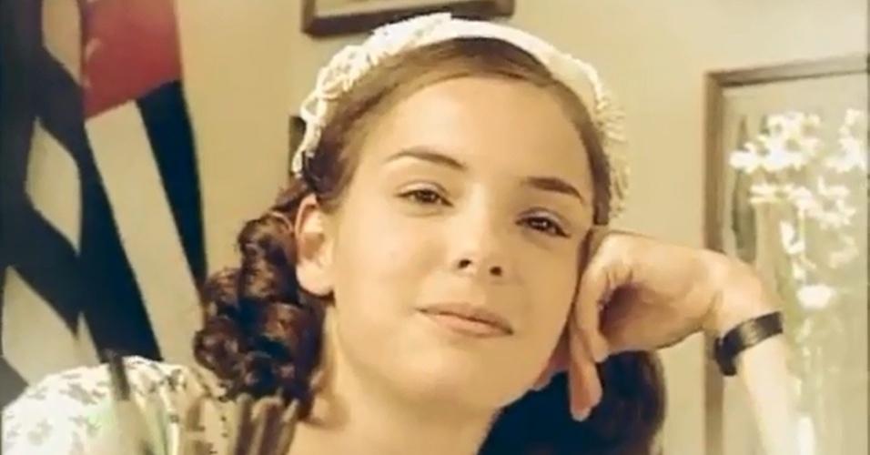 """1998 - Regiane Alves estreou na televisão com a novela """"Fascinação"""", do SBT. Na trama, ela era a protagonista Ana Clara"""