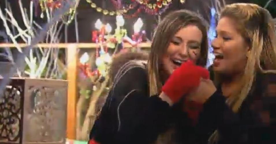 28.ago.2013 - Andressa Urach pede para Mulher Filé se divertir mesmo sem bebida alcoólica