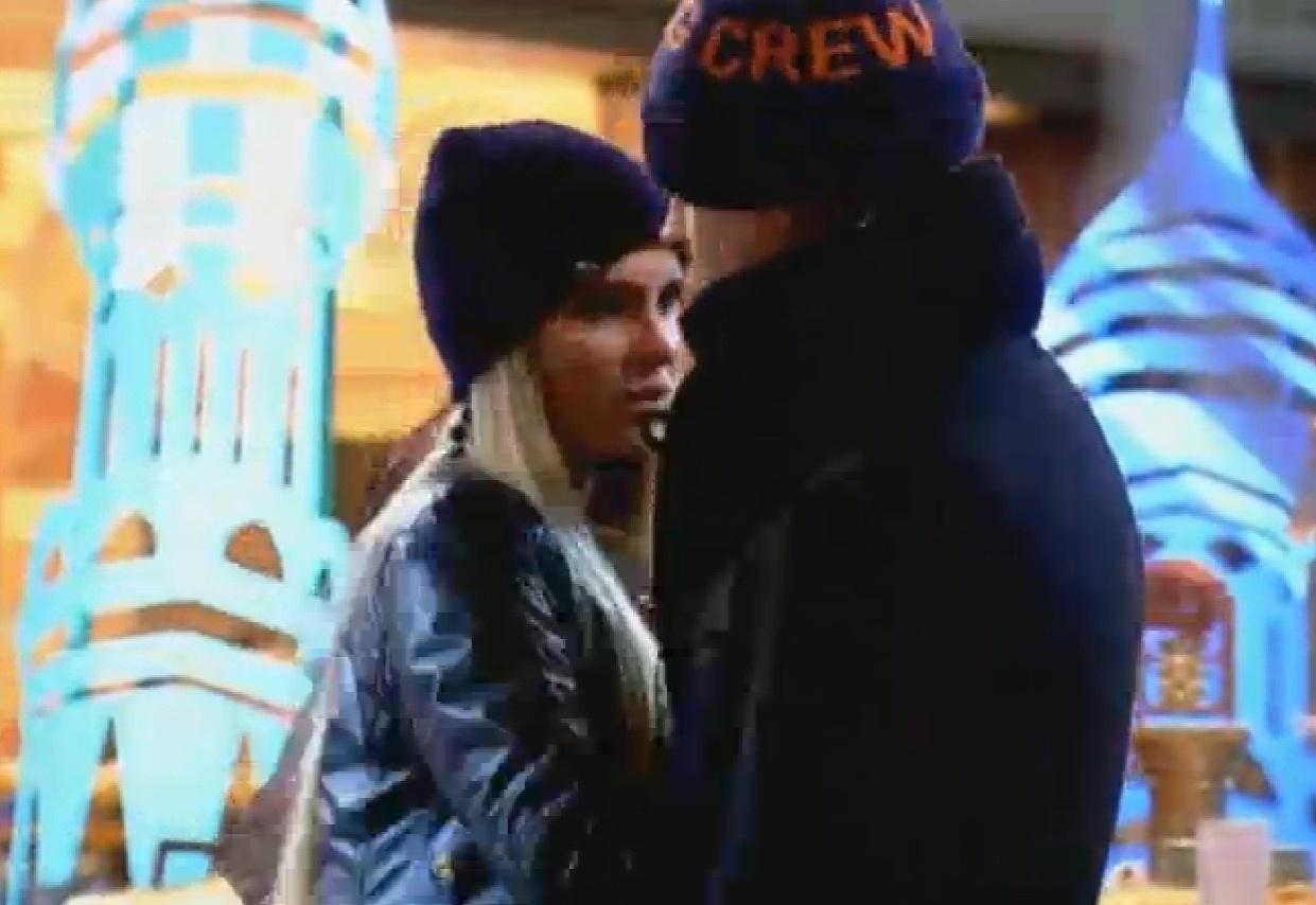 28.ago.2013 - Mateus Verdelho e Bárbara Evans conversam durante festa Russa