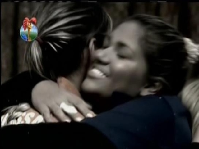28.ago.2013 - Mulher Filé cumprimenta Andressa Urach por ela ter vencido Prova da Chave