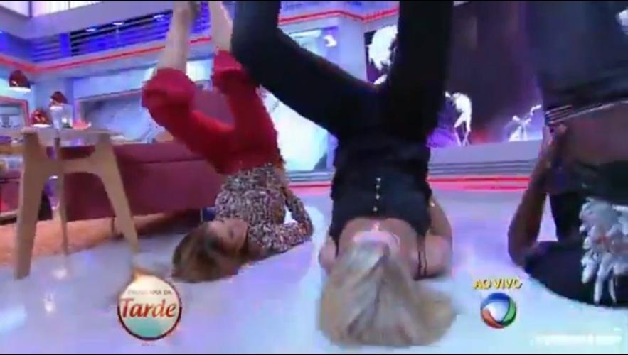 """Ana Hickmann se anima com a dança da colega Ticiane Pinheiro e também faz um """"quadradinho de oito"""" no """"Programa da Tarde"""""""