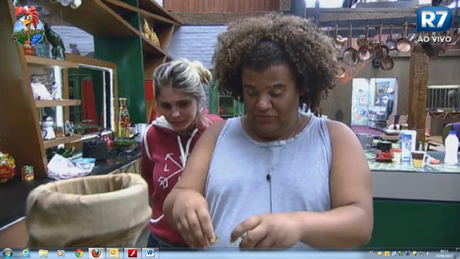 Bárbara Evans reclama com Gominho de frieza de Mateus