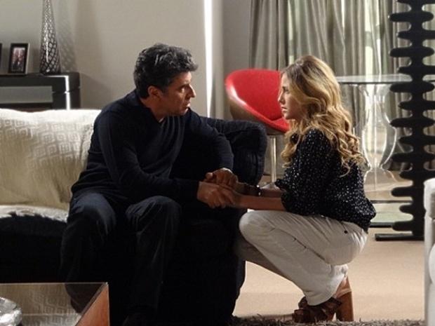 """Em """"Malhação"""", Sofia mente para o pai e fala mal de Ronaldo"""