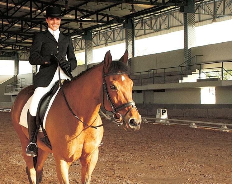 2008 - Ana Paula Arosio pratica equitação e corrida