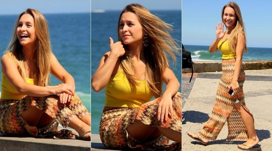 30.ago.2013 - Carla Diaz fez ensaio fotográfico na orla da praia da Barra da Tijuca, zona oeste do Rio