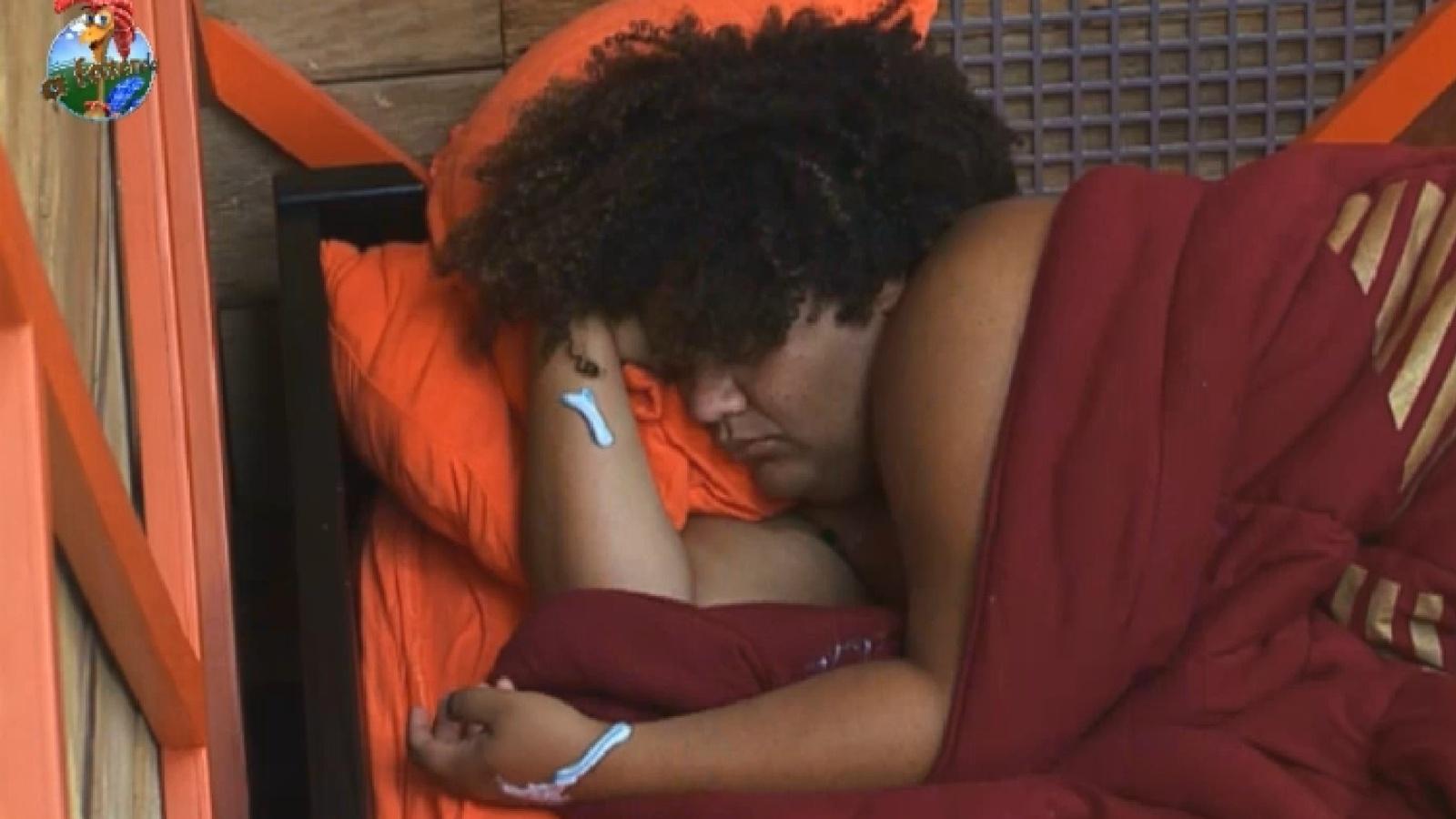 30.ago.2013 - Gominho dorme sem perceber que está sujo com pasta de dente