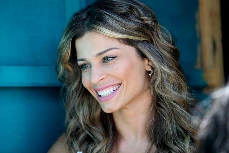 "30.ago.2013 - Grazi Massafera sorri durante gravações da novela ""Flor do Caribe"""