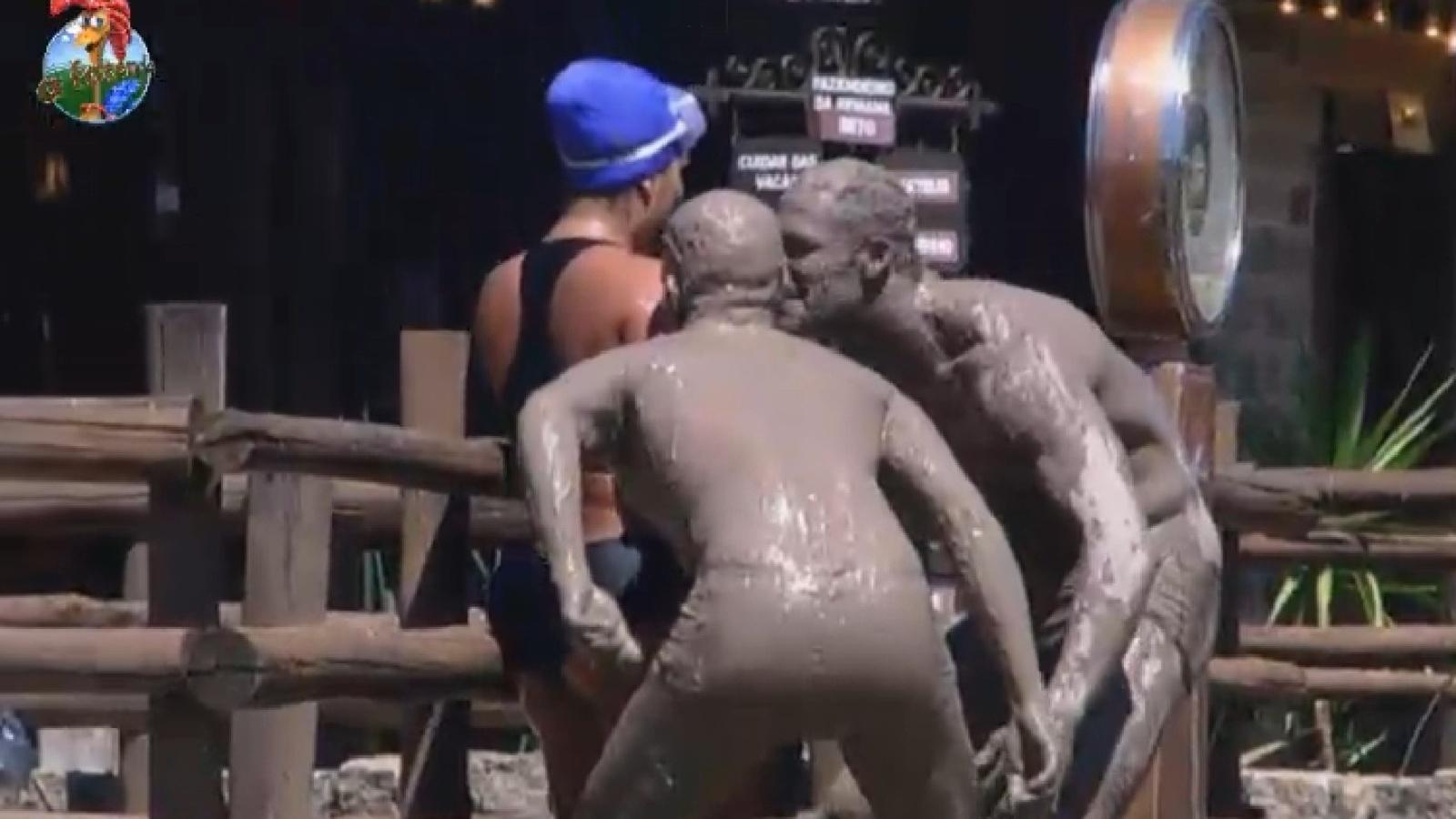 30.ago.2013 - Mateus Verdelho e Beto Malfacini participam da Prova do Mangue