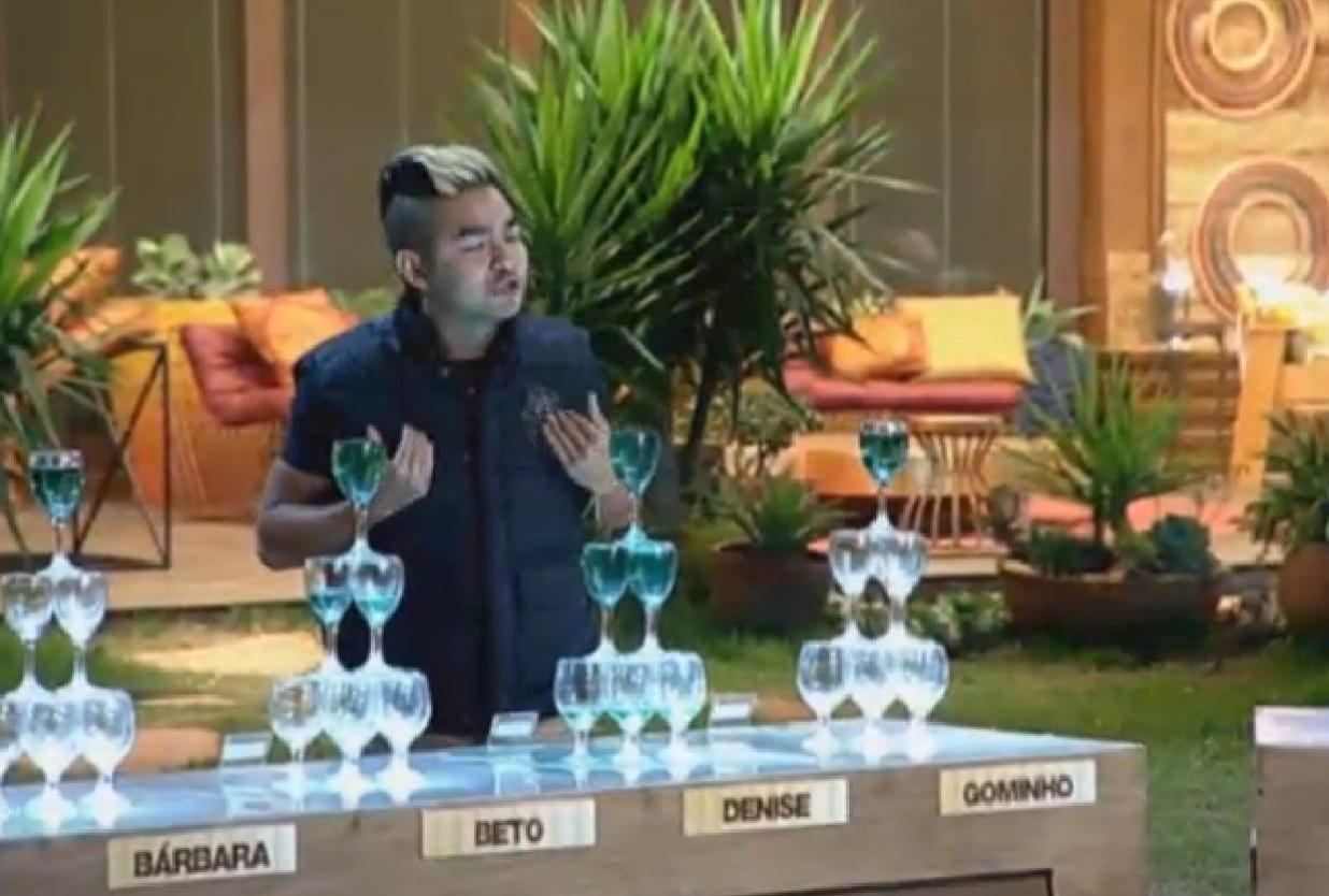 30.ago.2013 - Yudi Tamashiro critica Denise Rocha ao fazer desabafo durante atividade