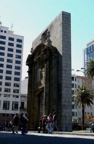 A Porta da Cidadela foi restaurada em 2009 mas sua construção data de 1741