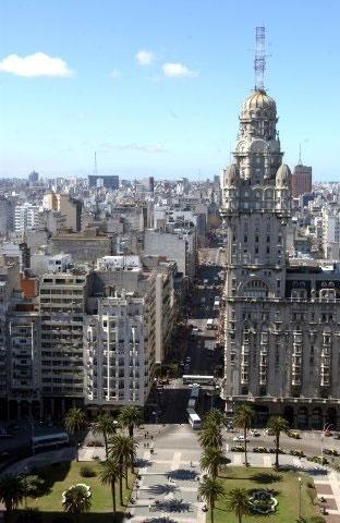 Com 27 andares, o Palácio Salvo manteve o título de edifício mais alto da América do Sul durante décadas