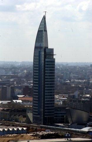 Em estilo futurista, a Torre das Comunicações abriga os escritórios da companhia telefônica uruguaia
