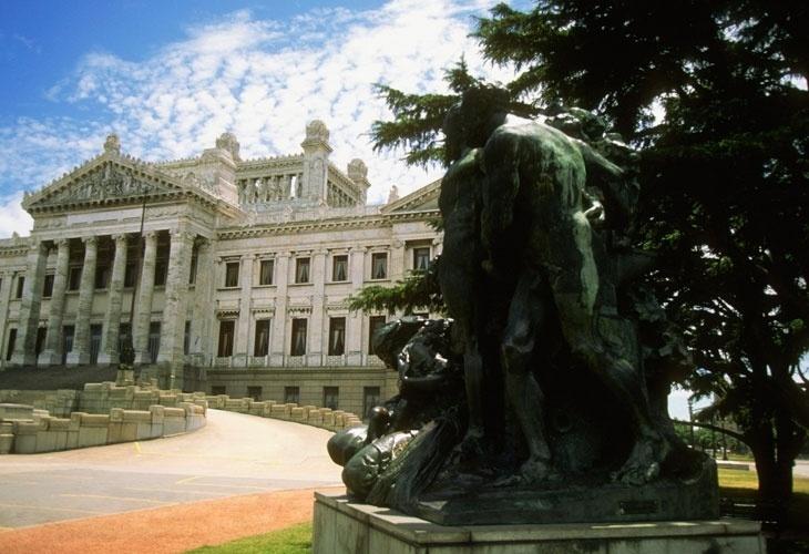 Fachada do Palácio Legislativo, em Montevidéu