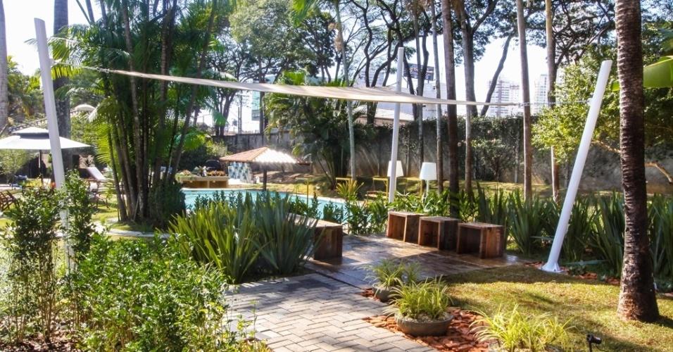 O Jardim Universal, desenvolvido pelo arquiteto e paisagista João Paulo Florentino, possui 530 metros quadrados e recebeu uma composição de bromélias, suculentas, orquídeas, temperos e hortaliças que se adaptou às frutíferas já existentes na casa que abriga a Morar Mais, como pés de jabuticaba, pitanga, cajueiro e acerola. A mostra em Goiânia fica em cartaz até 29 de setembro de 2013 e tem lugar na Rua C-242, quadra 544, nº 110, do Jardim América. Outras informações: www.morarmais.com.br